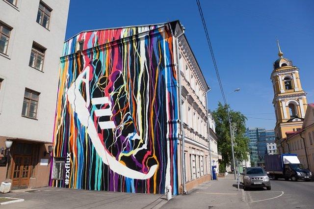 Картинки по запросу фасады домов с рекламными рисунками