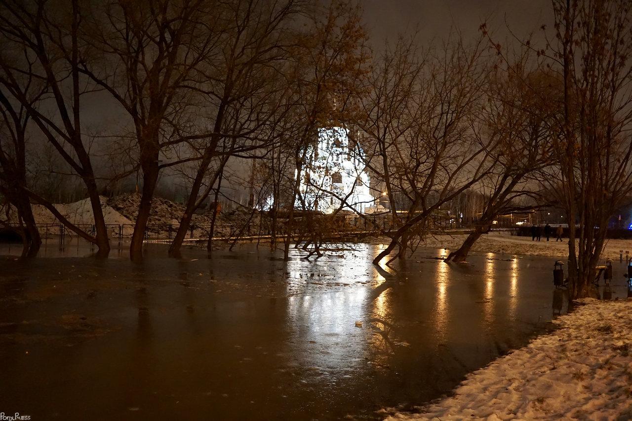 На месте оврага затопило стройку Метро в Солнцево